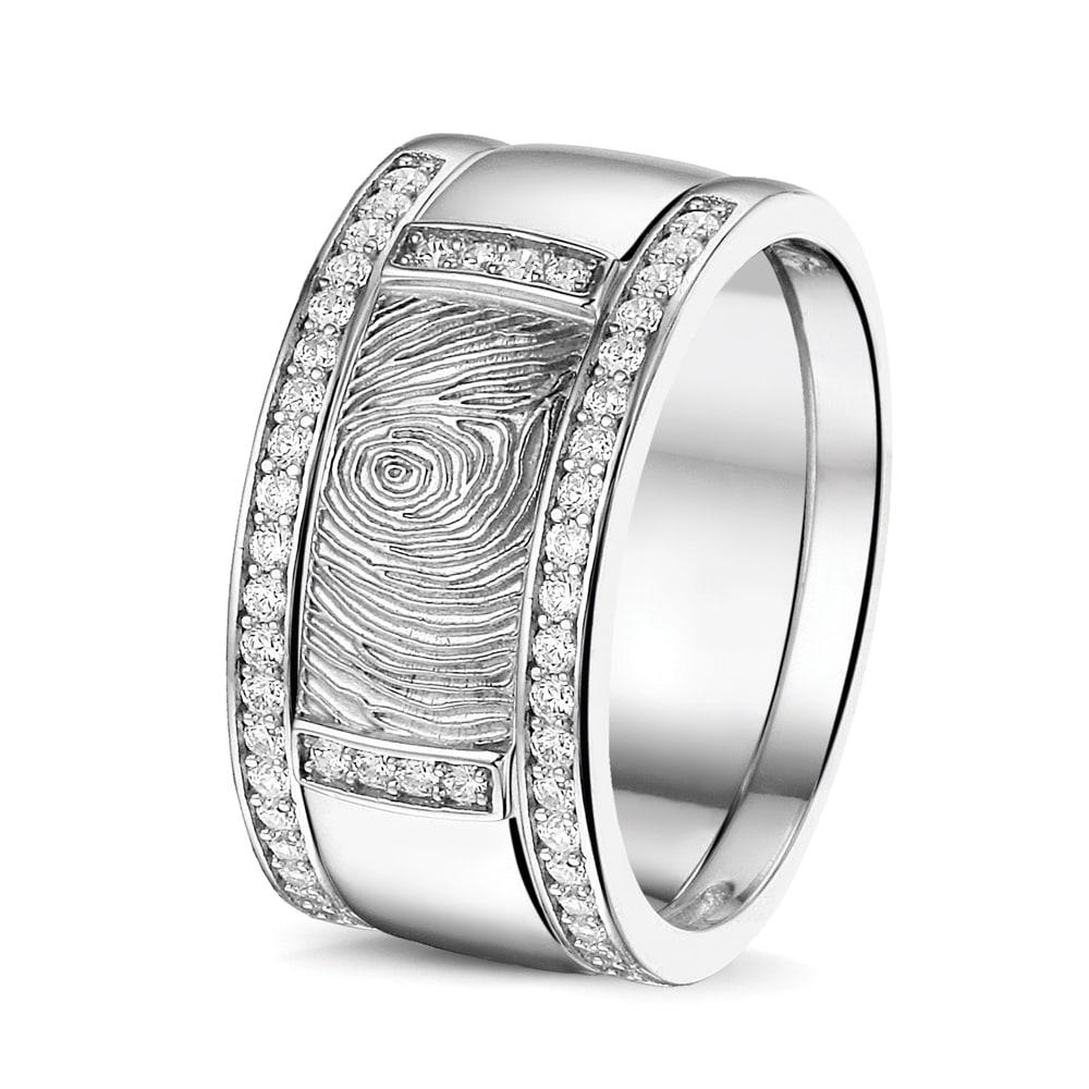 zilver-vingerafdruk-ring-sider-zirkonia_sy-rws-004_rg-027_seeyou-memorial-jewelry_540-407_memento-aan-jou-min