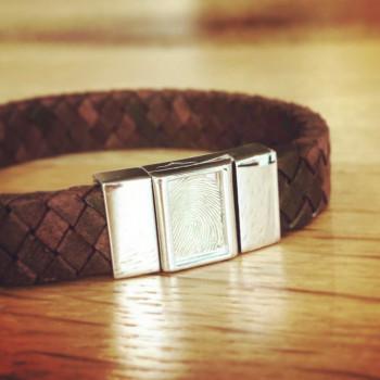 zilveren-lederen-vingerafdruk-armband-rechthoek_sy-bg-008f_seeyou-memorial-jewelry_455-a_memento-aan-jou-min