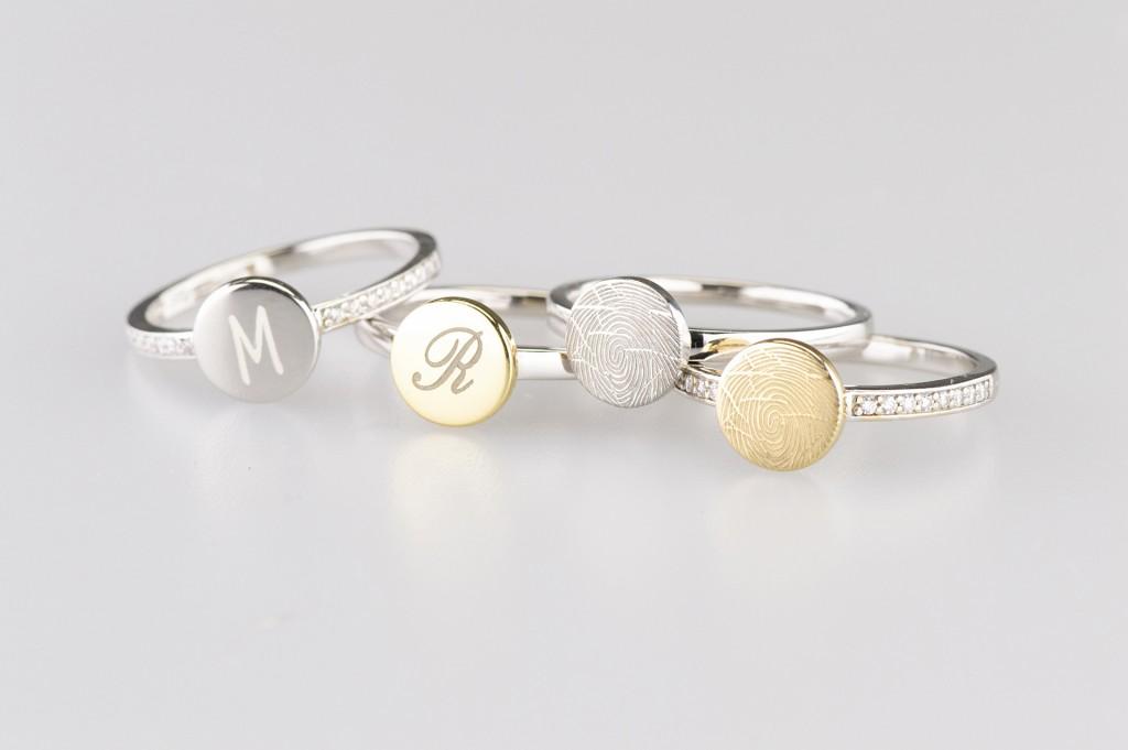 Zilveren-ring-gouden-disc-initiaal-vingerafdruk-zirkonia-see-you-memoriall-mementoaanjoui