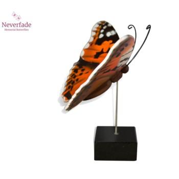 vlinder-mini-urn-distelvlinder-oranje-bruin-zwart-wit-zijkant-met-blokje_nf-4067_memento-aan-jou
