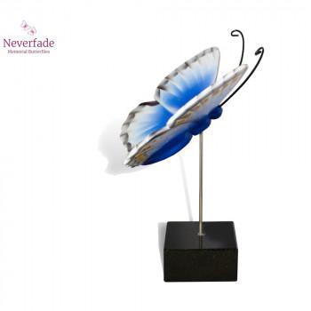 vlinder-mini-urn-icarus-blauwtje-blauw-wit-zwart-zijkant-met-blokje_nf-4068_memento-aan-jou