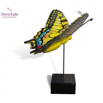 vlinder-mini-urn-koninginnepage-geel-blauw-rood-zijkant-met-blokje_nf-4052_memento-aan-jou