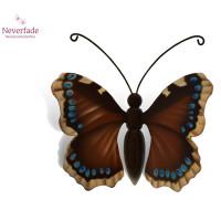 Houten mini-urn vlinder op granieten blokje, Koningsmantel