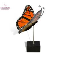 Houten mini-urn vlinder op granieten blokje, Monarch