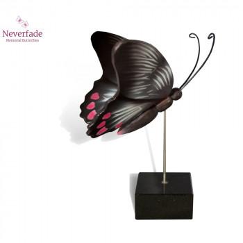 vlinder-mini-urn-rumazonia-zwart-wit-rose-zijkant-met-blokje_nf-4058_memento-aan-jou