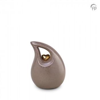 keramische-druppel-urn-klein-beige-glad-goudkleurig-hart-mastaba_ku-006-s_fp-funeral-products_memento-aan-jou