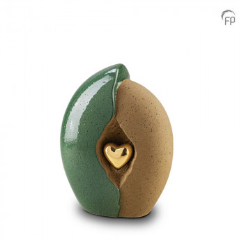 keramische-urn-middel-oker-groen-ruw-glad-goudkleurig-hart-mastaba_ku-003-m_fp-funeral-products_memento-aan-jou