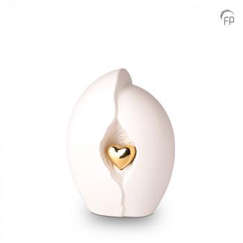 keramische-urn-middel-wit-goudkleurig-hart-mastaba_ku-047-m_fp-funeral-products_memento-aan-jou
