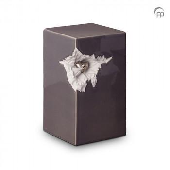 keramische-vierkante-urn-groot-donkergrijs-glad-zilverkleurig-hart-mastaba_ku-015_fp-funeral-products_memento-aan-jou