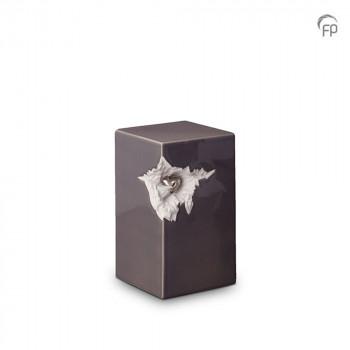 keramische-vierkante-urn-middel-donkergrijs-glad-zilverkleurig-hart-mastaba_ku-015-m_fp-funeral-products_memento-aan-jou