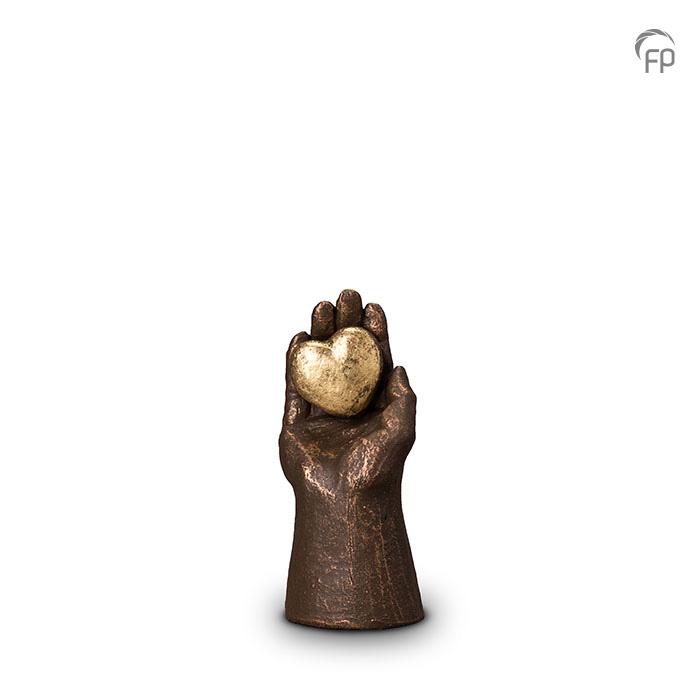 urn-handje-met-hart-mini-urn-geert-kunen_fp-ugk-004_funeral-products_355_memento-aan-jou